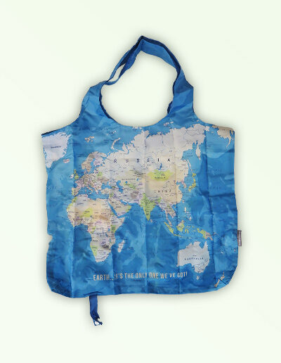 Foldable strong shopping bag printed with a map of the world. Made with polyester.